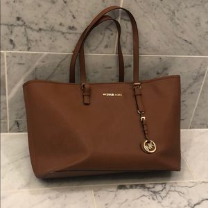 Tan Large Michael Kors tote - GREAT CONDITION